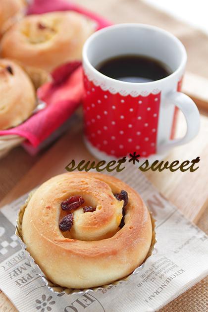 アップルロールパンとコーヒー