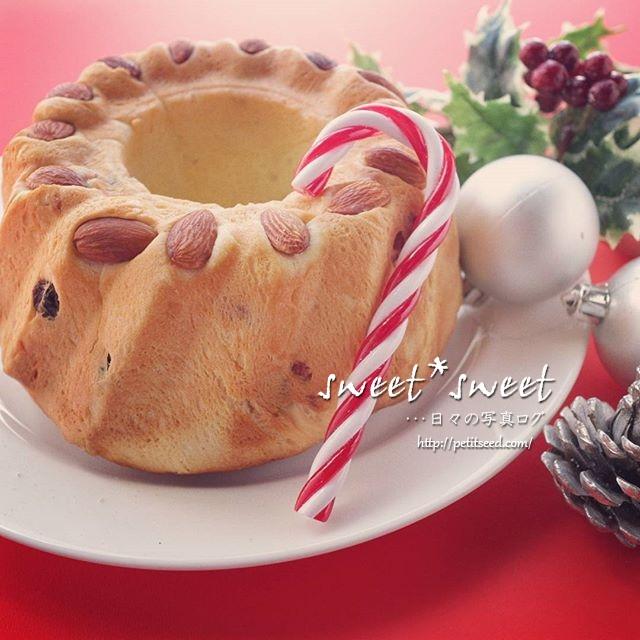 クリスマスクグロフつくりました。生地にたっぷりのドライフルーツを練りこんで、マーマレードも生地に加えました。カルダモンが入った少しスパイシーな味のクグロフパンです。#クリスマスクグロフ#クグロフ#焼き菓子#手作りパン#発酵菓子#菓子パン#ホームメイド - from Instagram