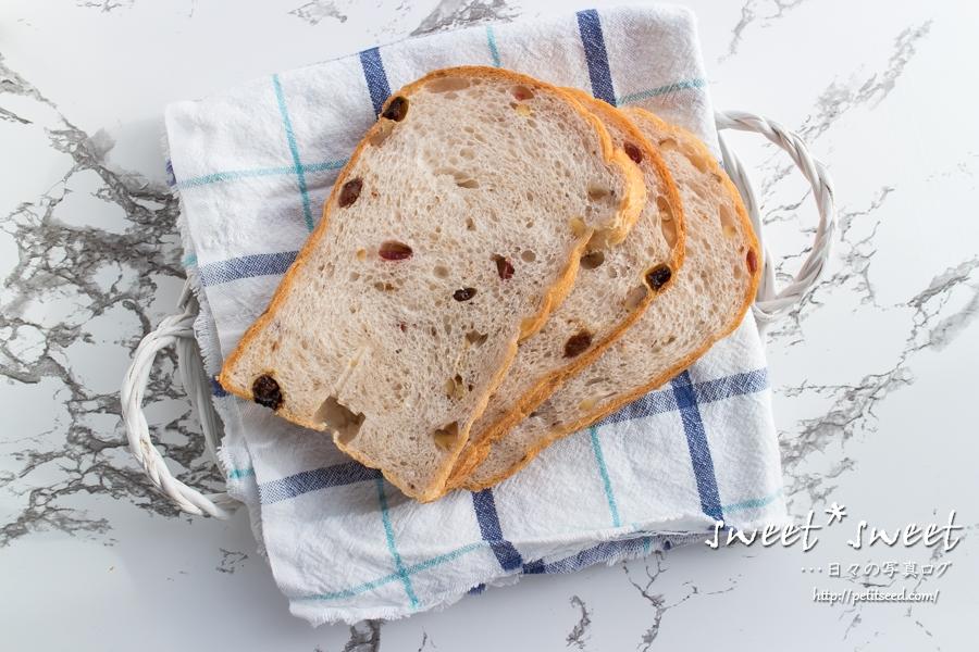 胡桃とレーズンの食パン