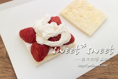 苺のサンドイッチの製作過程