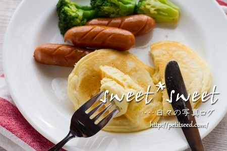 ハワイのパンケーキ・ソーセージとブロッコリーのソテー添え