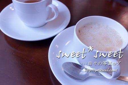 どきどきファームにて番茶とカフェラテ