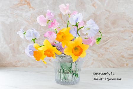 スイートピーと水仙の花束